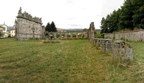Ruines de l'ancien monastère détruit par un tremblement de terre.
