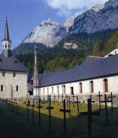 Cimetière avec croix anonymes