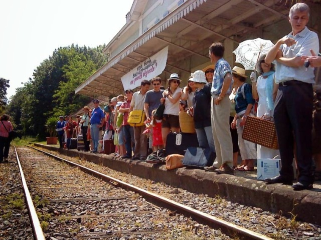 attente-du-train-sur-le-quai-1-mail-site