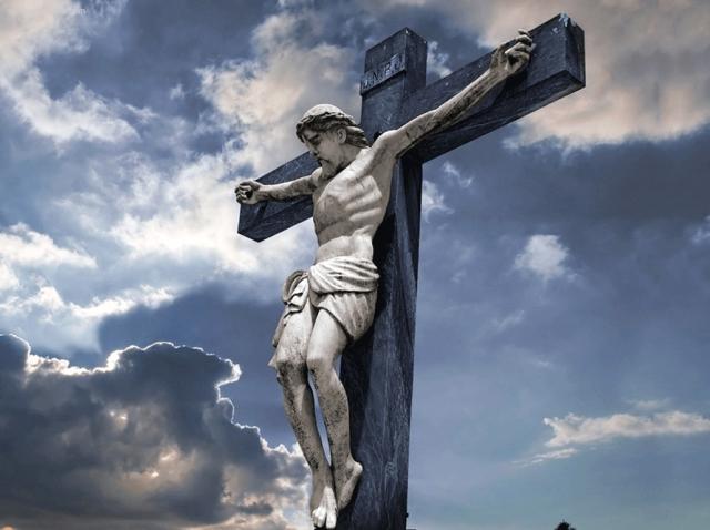 18p-8316-crusifixtion-statue.gif